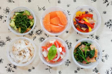 小分け弁当胡瓜のたたき明太子和えグレープフルーツ夏野菜のマリネほうれん草ソテートマトチーズツナサラダ