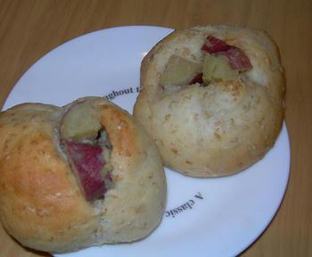 さつま芋と胡麻のプチパン