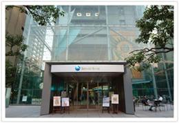 新生銀行エントランス