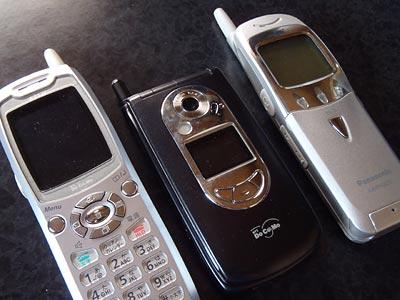 使用済小型家電リサイクル用ボックスに投入した携帯