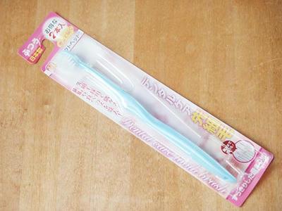 100円ショップの先細歯ブラシ