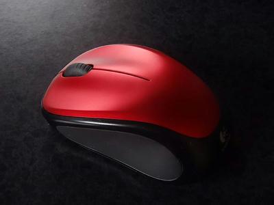 ロジクール ワイヤレスマウスM235r_側面は滑り止めラバー