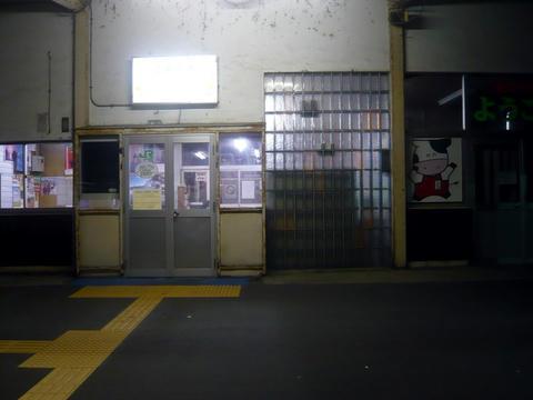 豊富駅駅舎・出口