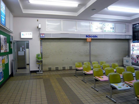 名寄駅待合室とキオスク
