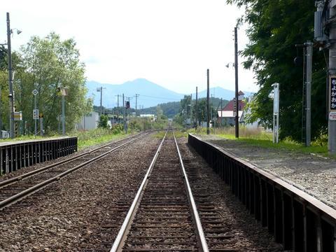千代ヶ岡駅から富良野方面を望む