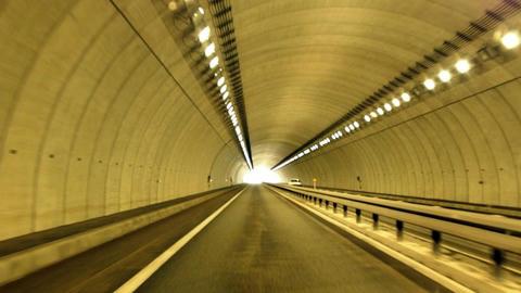 美深菊丘トンネル内