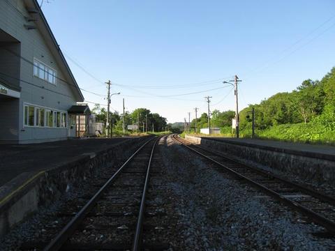 佐久駅構内踏切から稚内方面を望む