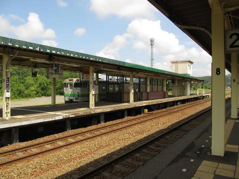 キハ261と新夕張駅駅名票