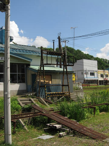清水沢駅信号ケーブル塔
