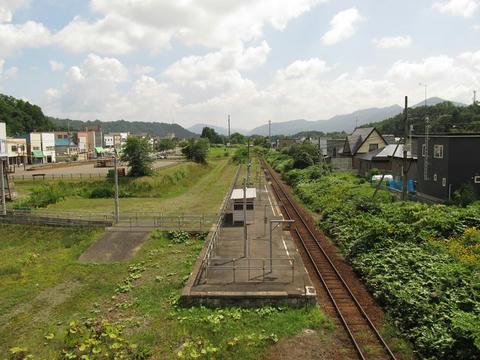 石勝線夕張支線新夕張方面と清水沢駅ホーム@清水沢駅