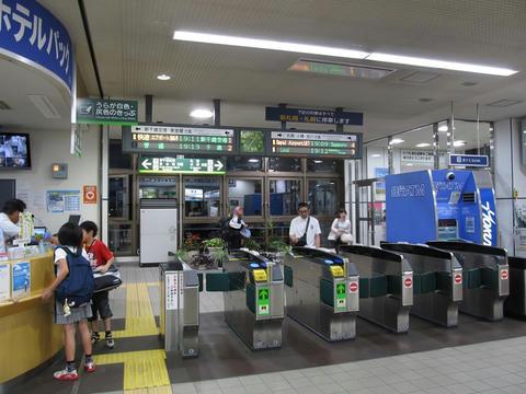 北広島駅改札口