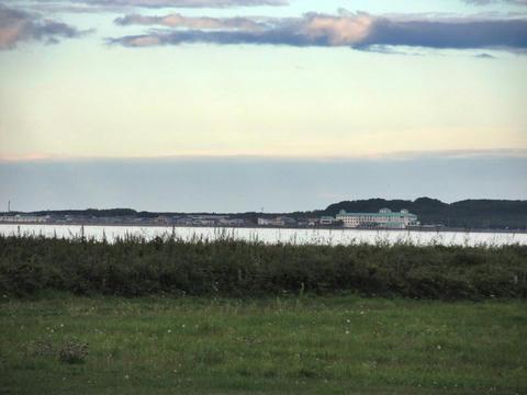 キムアネップ岬から栄浦集落を望む
