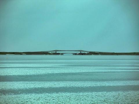 キムアネップ岬からサロマ湖第二湖口を望む