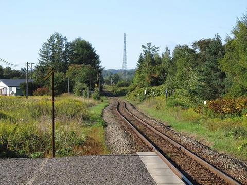 札弦駅ホームより釧路方面を望む