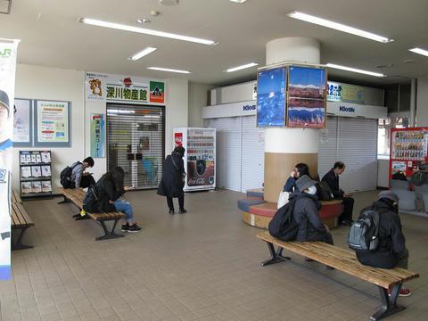 深川駅待合室