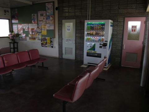 石狩沼田駅待合室・トイレ入口