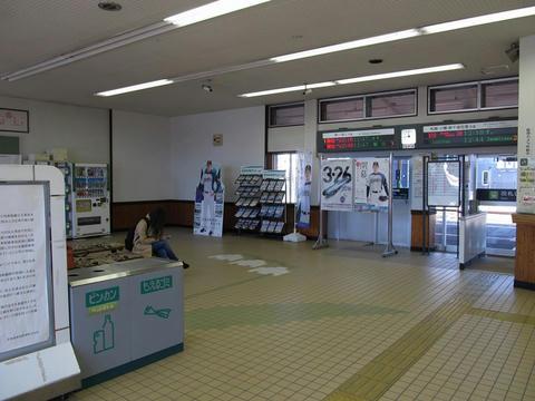砂川駅待合室・改札口