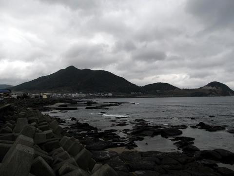 枕崎市街から岩戸山を望む