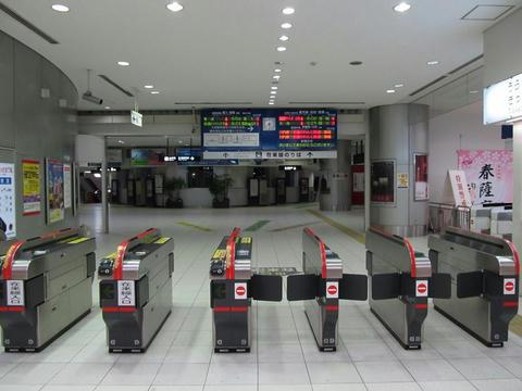 朝の鹿児島中央駅改札口