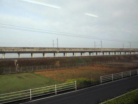 肥薩おれんじ鉄道から望む九州新幹線の高架