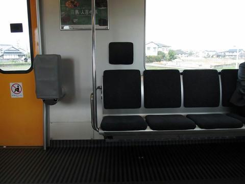クモハ815-8座席