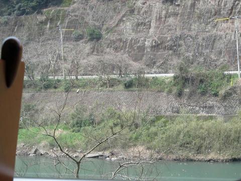 肥薩線車内から見た球磨川