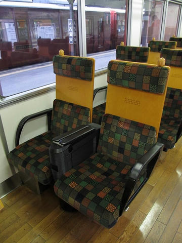 キハ220-1102座席