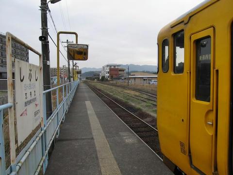 キハ40 8099と志布志駅駅名票
