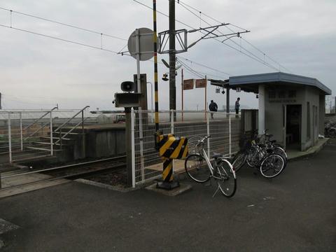 田吉駅駅舎とホーム