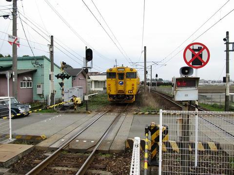 田吉駅を発車していく列車