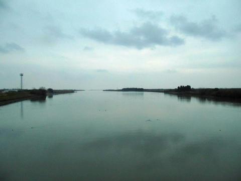 日豊本線から見た一ツ瀬川