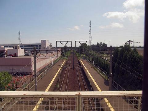 恵み野駅自由通路から見た恵み野駅構内