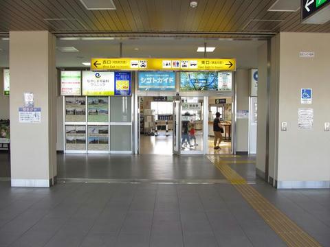 恵庭駅自由通路から見た恵庭駅入口