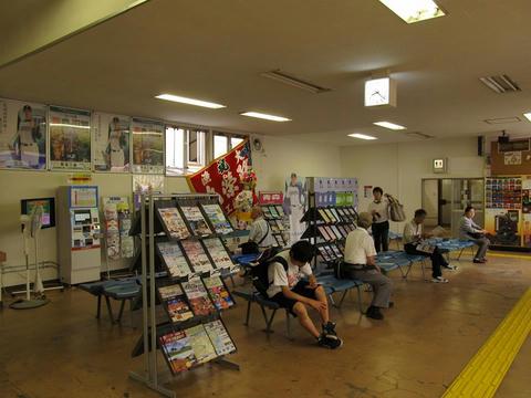 五稜郭駅待合室・いさりび鉄道券売機