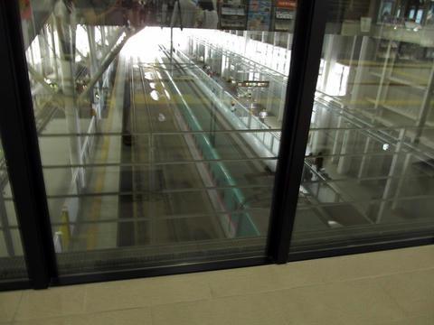新函館北斗駅コンコースから見た駅構内