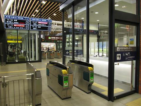 新函館北斗駅在来線改札口