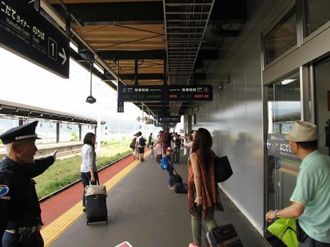 新函館北斗駅2番線