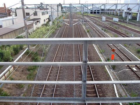 木古内駅自由通路から見た海峡線青森方