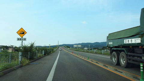 太平洋セメントのコンベアを跨ぐ函館江差道