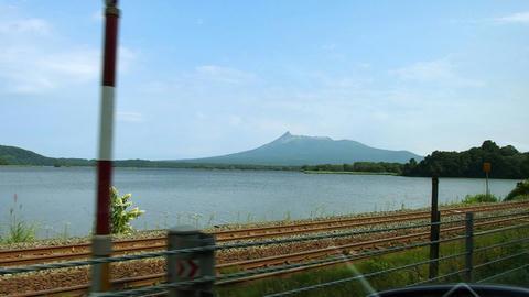 小沼越しに見た駒ケ岳
