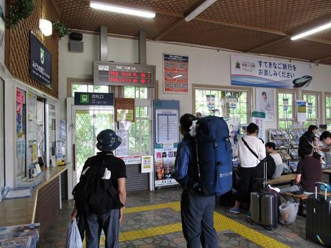 大沼公園駅改札口・みどりの窓口