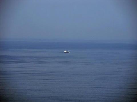 地球岬から見た船