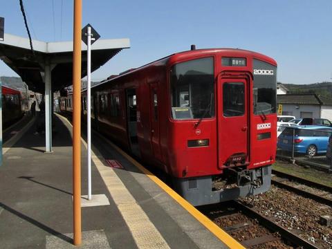 キハ200-1002@中判田駅ホーム