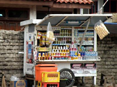 ワルン・ロコッ インドネシアのたばこ屋さん