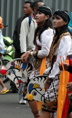マドゥーラの民族衣装