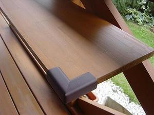 ウッドデッキの備え付けテーブル