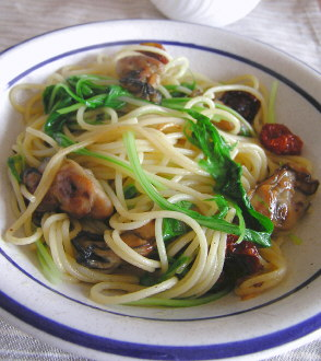 牡蠣のオリーブオイル漬けと水菜のパスタ