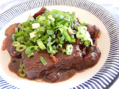 すじ肉の赤味噌煮込み