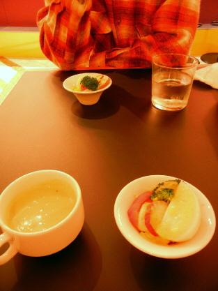 シャンデリアテーブル モダンランチ