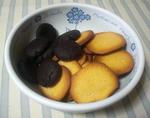 右がさっくりクッキー、左が焼きチョコです